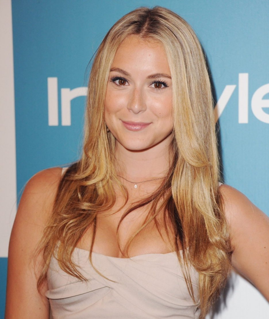 Alexa Vega : The King Room Entertainment